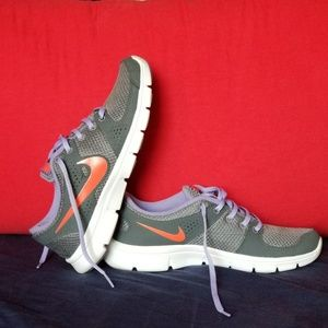 Nike women's athletic shoes size 9